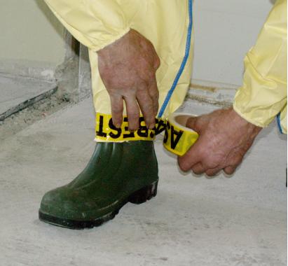 Eksempel på støvafvisende dragt og fodtøj